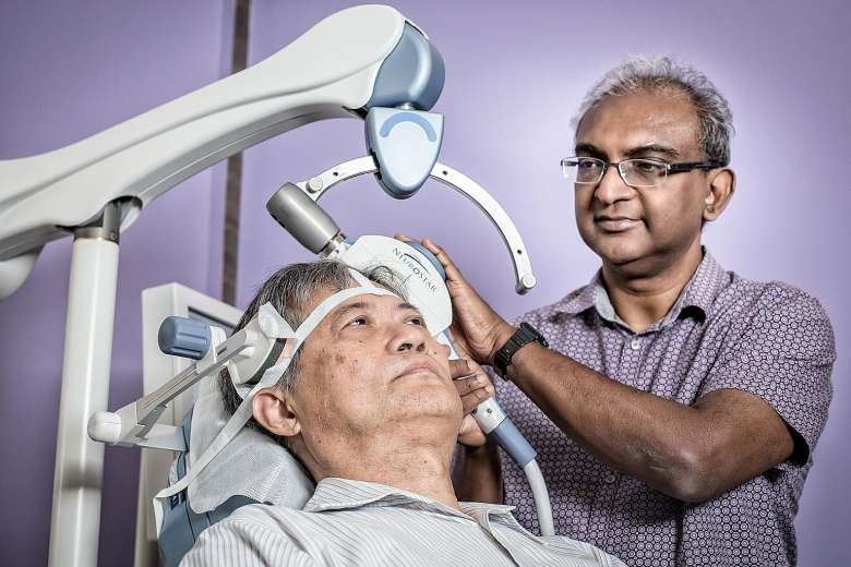 dr-winslow-administers-tms-to-patient